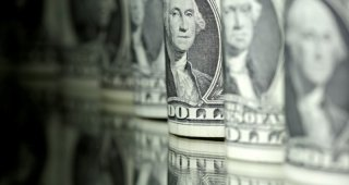 Dollar dips vs yen as investors reach for safe havens on virus scare