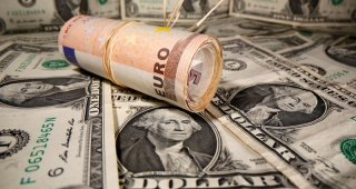 Dollar falls on rising inflation expectations, higher euro