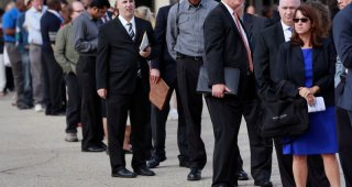 U.S. weekly jobless claims fall; many unemployed losing benefits