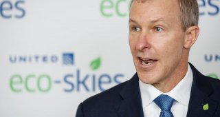 United Airlines CEO calls on companies to mandate COVID-19 vaccination