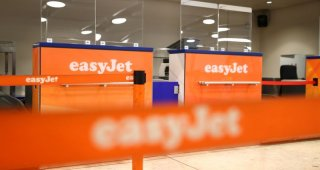 EasyJet : raises 1.2 billion euros from bond deal as travel sector rebounds