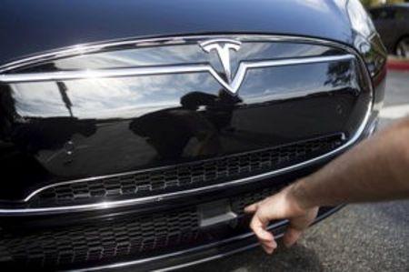 En pilotage automatique, une Tesla tue son conducteur