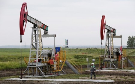 U S  Oil Prices Decline on Inventories, Trade Deficit