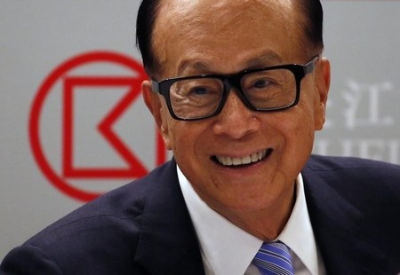 Hong Kong tycoon Li Ka-shing smiles during a news conference announcing CK Hutchison Holdings company results in Hong Kong