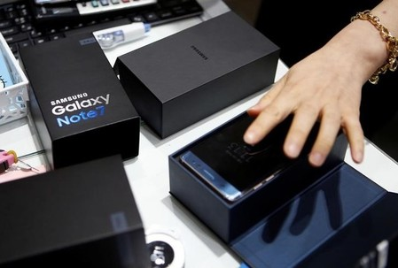 An employee checks exchanged Samsung Electronics' Galaxy Note 7 at company's headquarters in Seoul