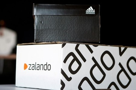 A Adidas shoebox stands above a Zalando cardboard box on a staged scene in Berlin