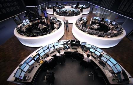 Macron vire en tête, la Bourse de Paris bondit à l'ouverture — Présidentielle