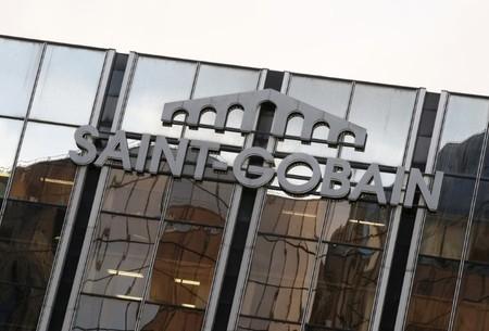 SAINT-GOBAIN a racheté un million d'actions