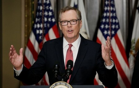 FILE PHOTO - Robert Lighthizer speaks after being sworn in as U.S. Trade Representative in Washington