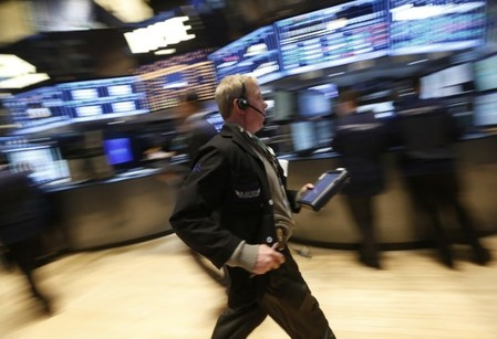 LA BOURSE DE NEW YORK FINIT EN HAUSSE
