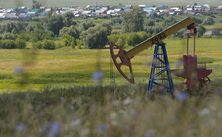 FILE PHOTO - A pump jack is seen at the Ashalchinskoye oil field owned by Russia's oil producer Tatneft near Almetyevsk