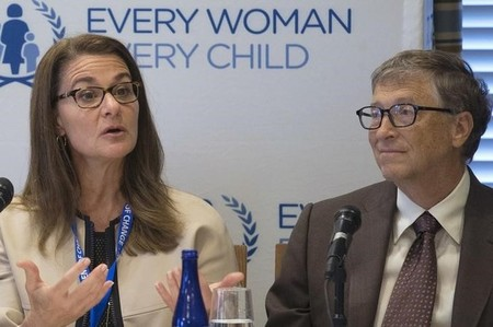 FILE PHOTO: Melinda Gates and her husband attend a news conference in New York