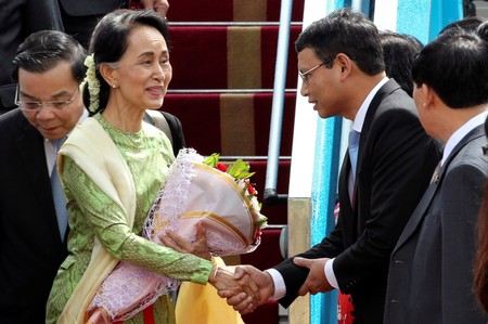 Myanmar's de facto leader Aung San Suu Kyi arrives for the Asia-Pacific Economic Cooperation (APEC) Summit in Danang
