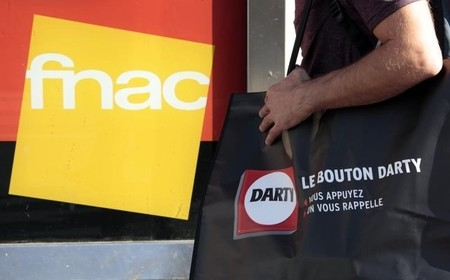 CARREFOUR ET FNAC DARTY DISCUTENT D'UNE ALLIANCE