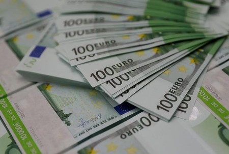 FILE PHOTO: 100 Euro Banknotes are seen at the Money Service Austria company's headquarters in Vienna