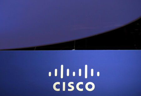 CISCO BAT LE CONSENSUS ET AUGMENTE SES RACHATS D'ACTIONS