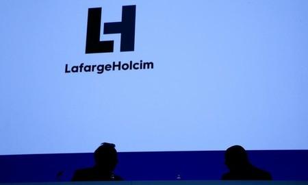 En pertes, LafargeHolcim lance de nouvelles restructurations