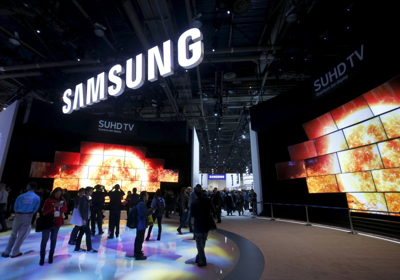 Flashy Organic Light Emitting Diode Oled Televisions Sporting Credit Card Thin Screens Were At The Front And Center Of Samsung Electronics