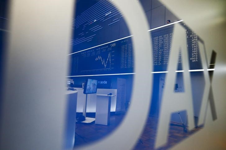 The DAX board is reflected in the logo at the stock exchange in Frankfurt