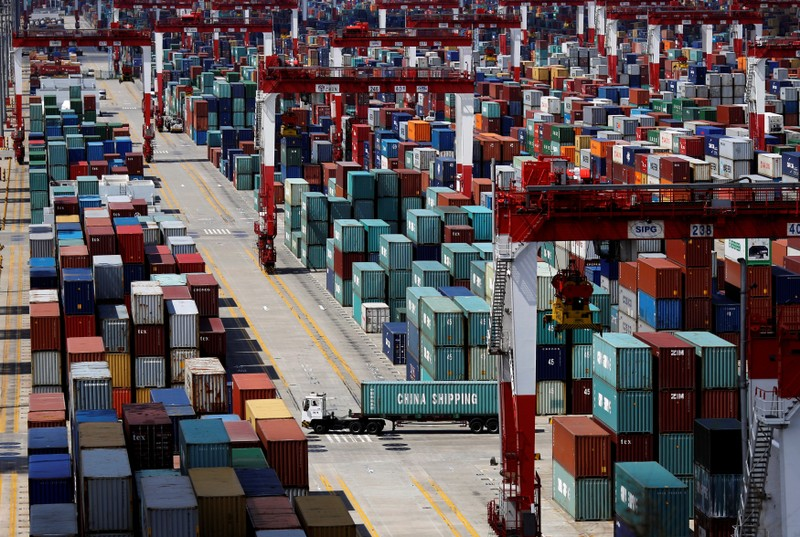 China's November export, import growth shrinks, showing weak demand