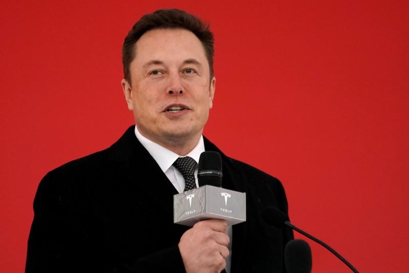 Tesla : CFO leaves as automaker promises profits and cheaper cars