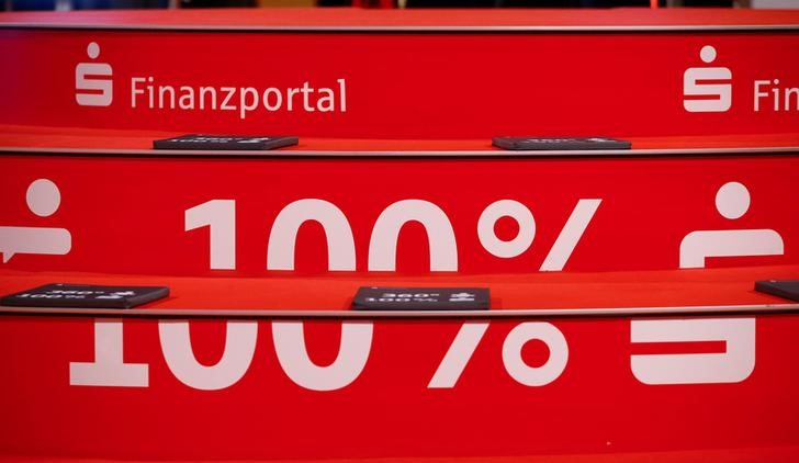 An advertisement of German Sparkasse savings banks reads