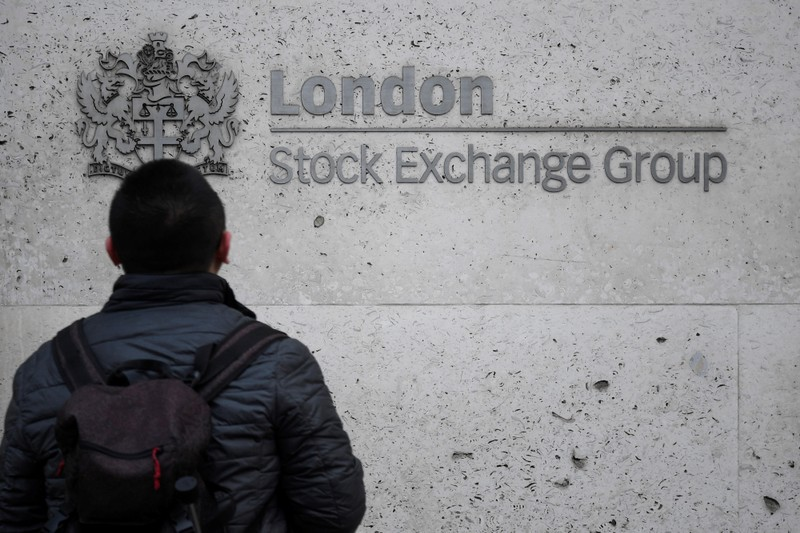 Oil heavyweights, exporters guide FTSE 100 close to seven