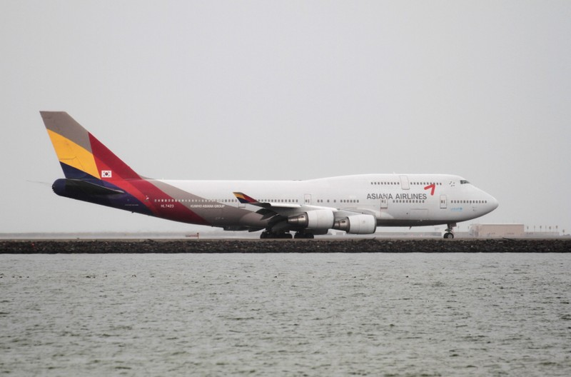 An Asiana Airlines Boeing 747-400 taxis at San Francisco International Airport, San Francisco