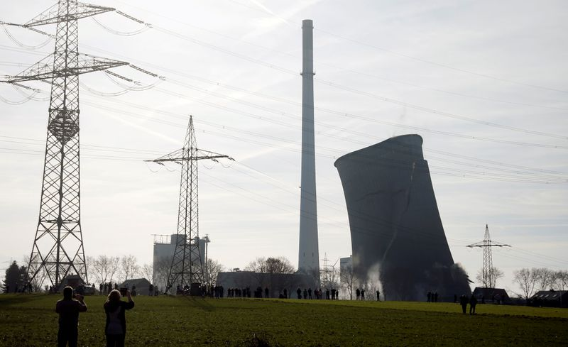 Global CO2 emissions from power sector fell 2% last year