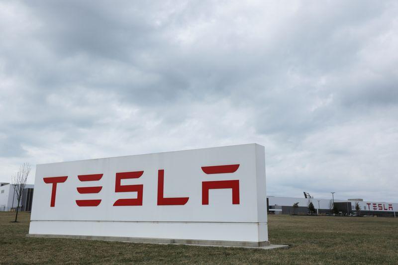 Elon Musk fait plonger l'action Tesla jugeant son cours trop élevé
