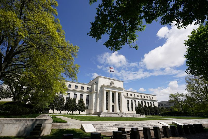 Fed starts buying corporate bond ETFs