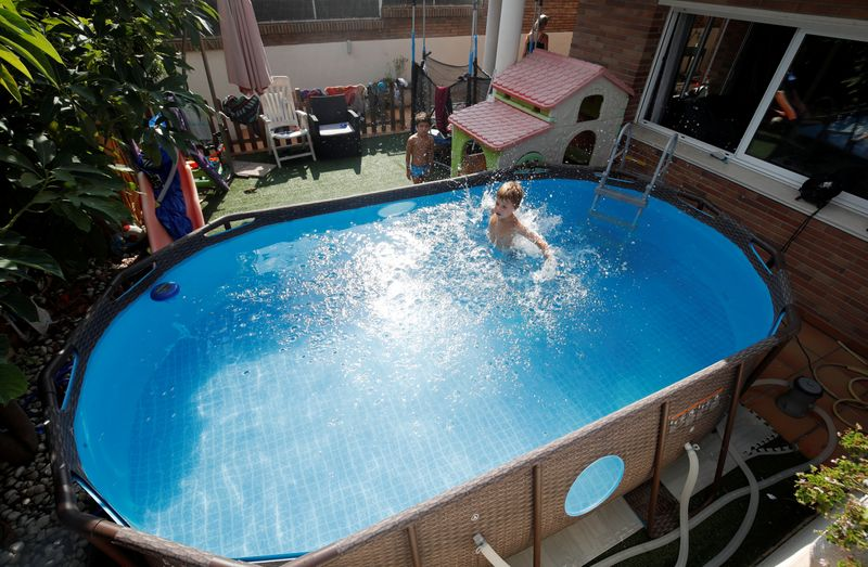 Albert and Gonzalo Cano Lapuente cool off in a Bestway Above Ground Pool in Premia de Mar