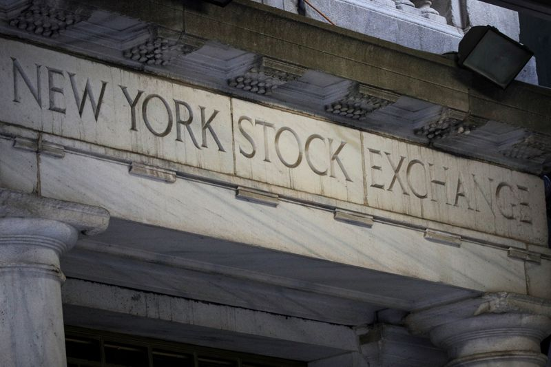 WALL STREET FINIT EN ORDRE DISPERSÉ