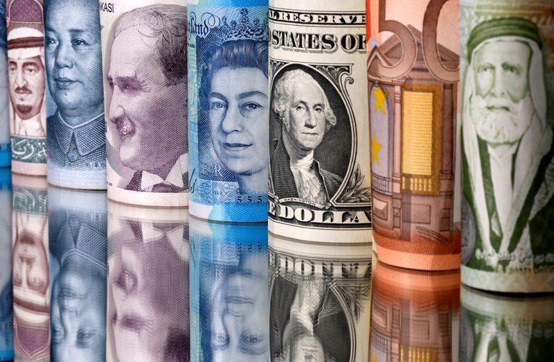 Yen, Swiss franc rise versus dollar as U.S. stocks sell off