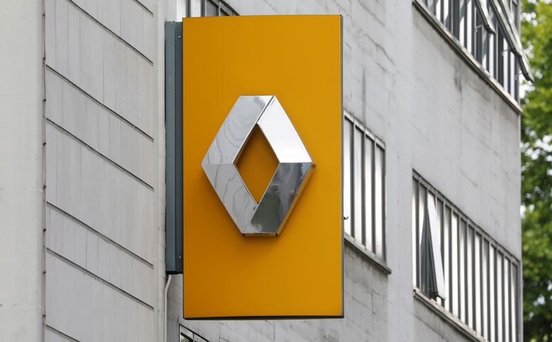 Renault dealership in Paris