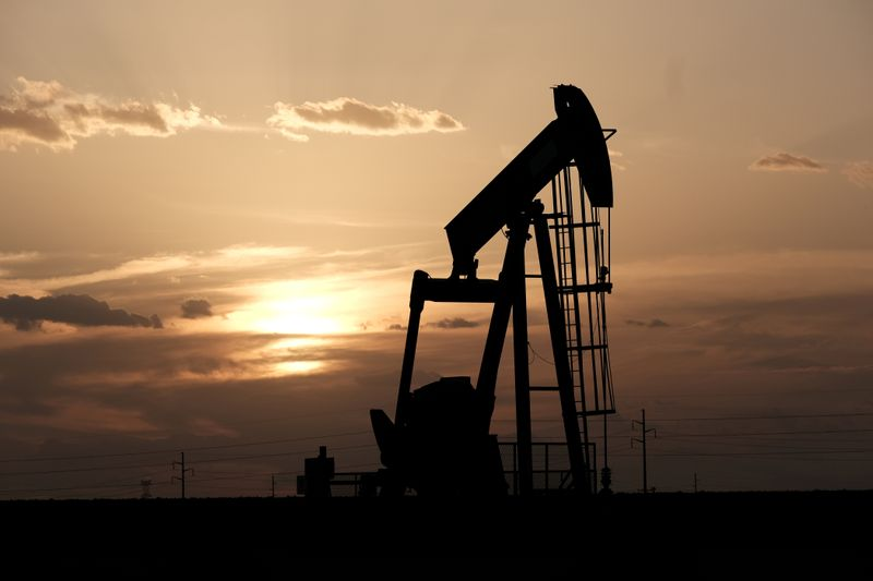 Oil Prices Fall Despite Broader Market Surge