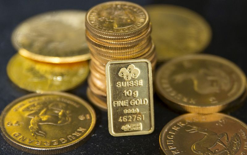 Gold prices today fall, a day after surging ₹1,200; silver rates rise
