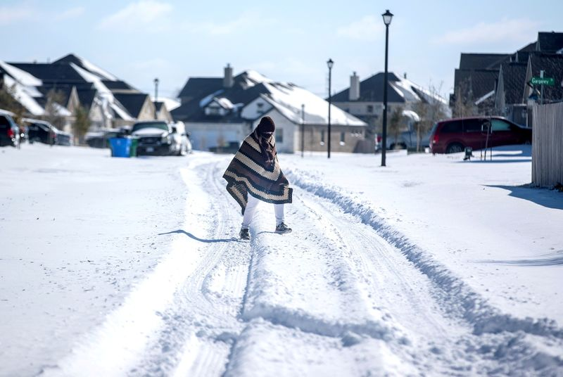 2.7 million households without power as Texans wake up to cold