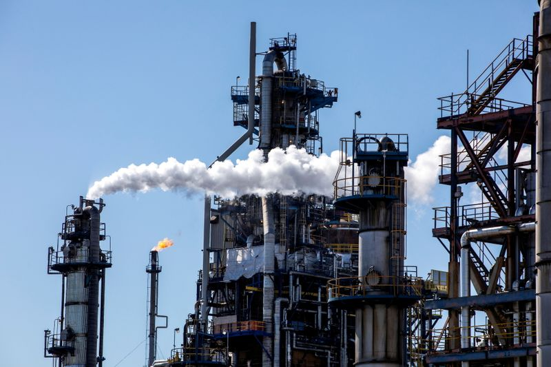 Canada warns Michigan oil line shutdown could undermine U.S. ties