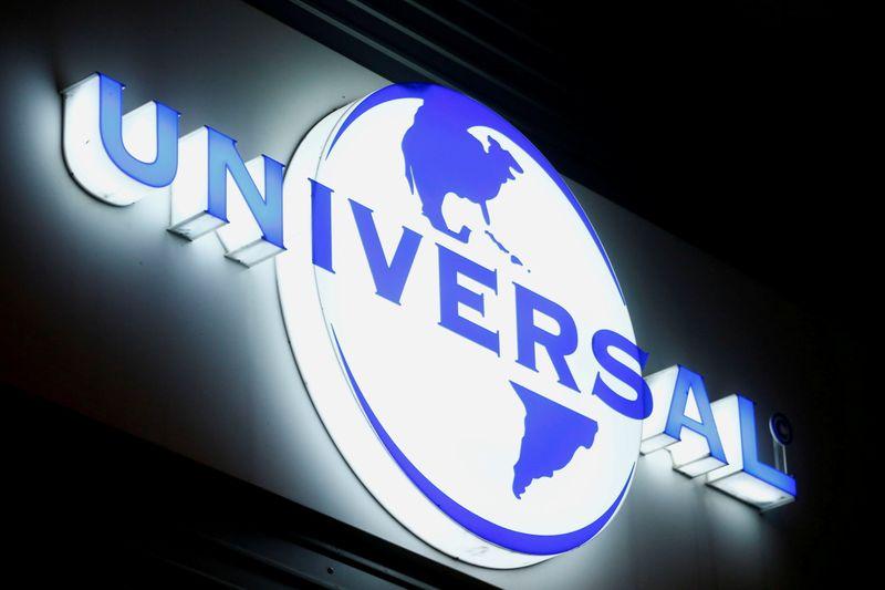 UNIVERSAL MUSIC : carton lors de l'introduction
