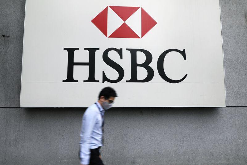 Le bénéfice de HSBC au troisième trimestre augmente de 74 %, dépasse les estimations et annonce un rachat d'actions pouvant atteindre 2 milliards de dollars.